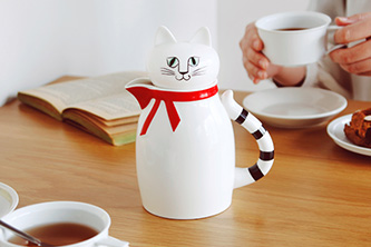 "Cat Shaped Teapot!- ""FIA"""